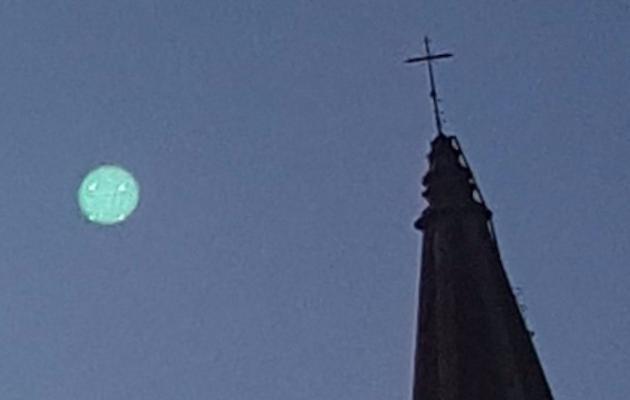 Ufo ad Arezzo: misterioso oggetto volante di forma circolare FOTO