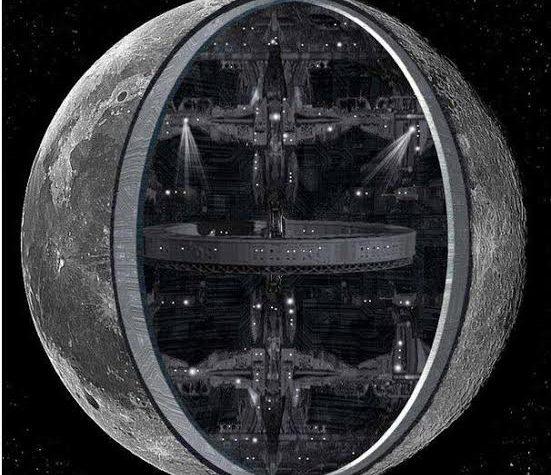 La luna é una navicella spaziale